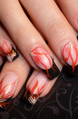 Нарощенные ногти френч