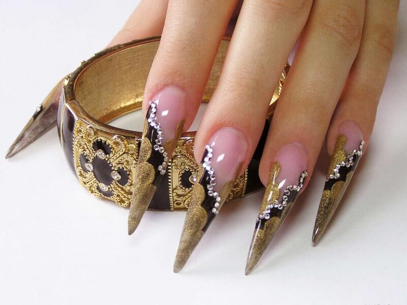 Профессиональное украшение ногтей – стразами, лаками и другими материалами