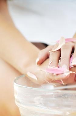 Лечение ногтей горячим парафином