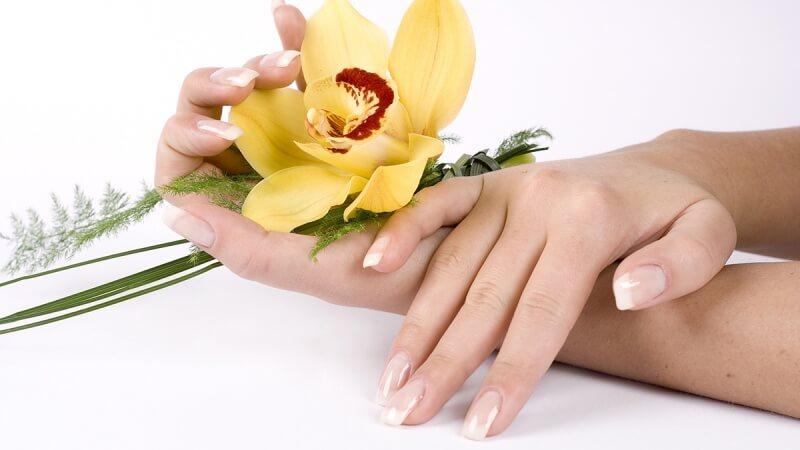 Гелевое наращивание ногтей: цена в Москве