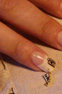Пирсинг из золота для ногтей
