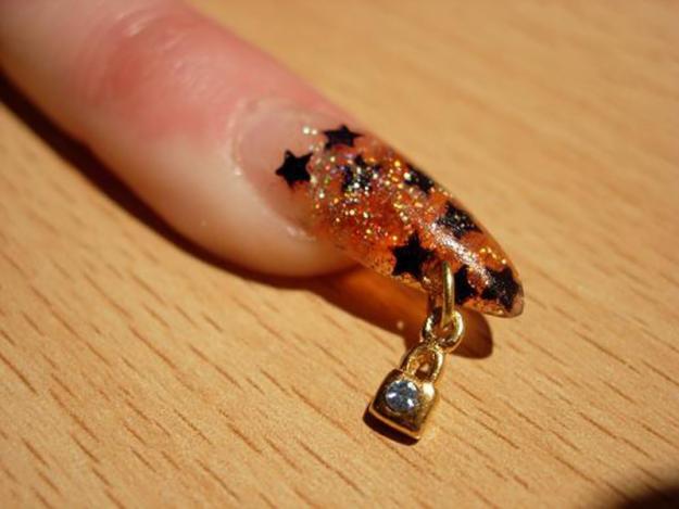 пирсинг на нарощенных ногтях