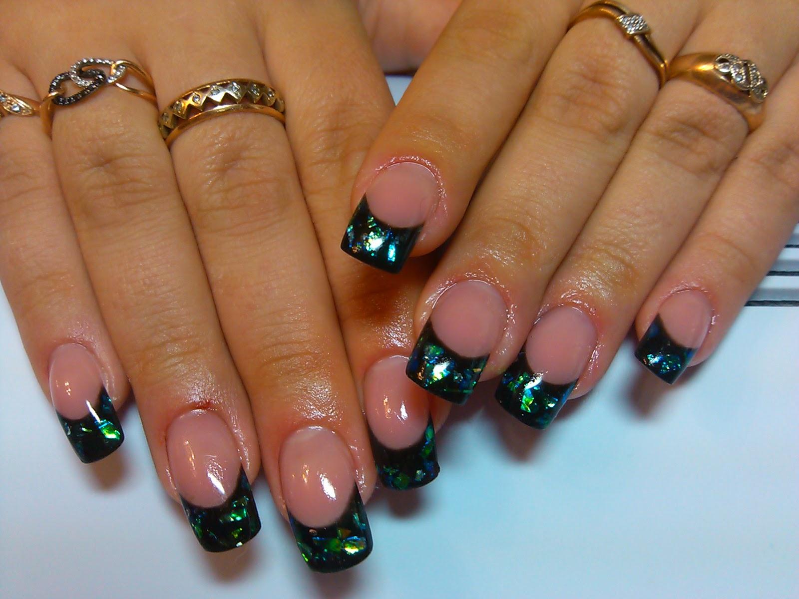 Зеленый дизайн ногтей френч
