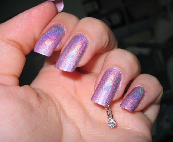пирсинг на искусственных ногтях