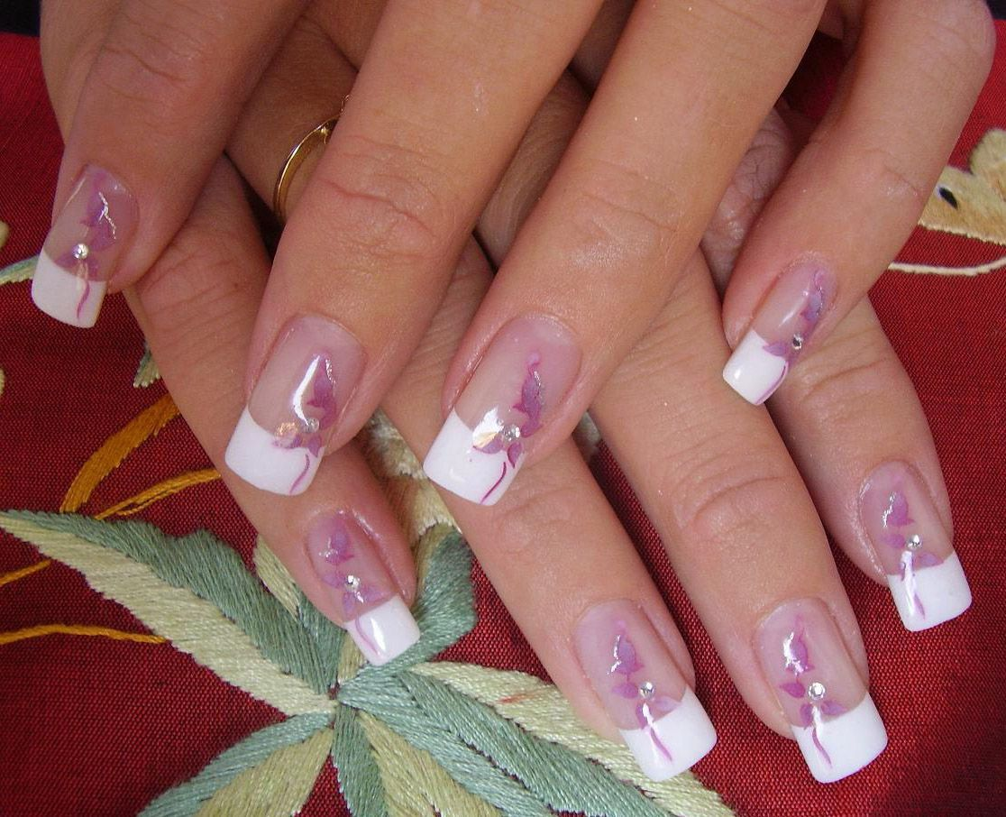 Популярный френч на ногтях