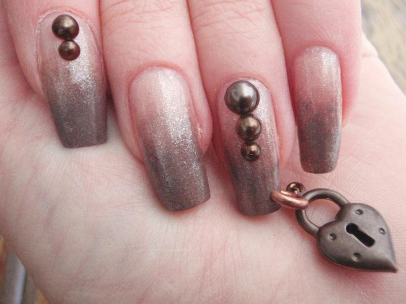 гелевые ногти с пирсингом
