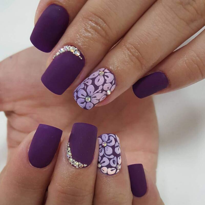 Матовый фиолетовый дизайн ногтей
