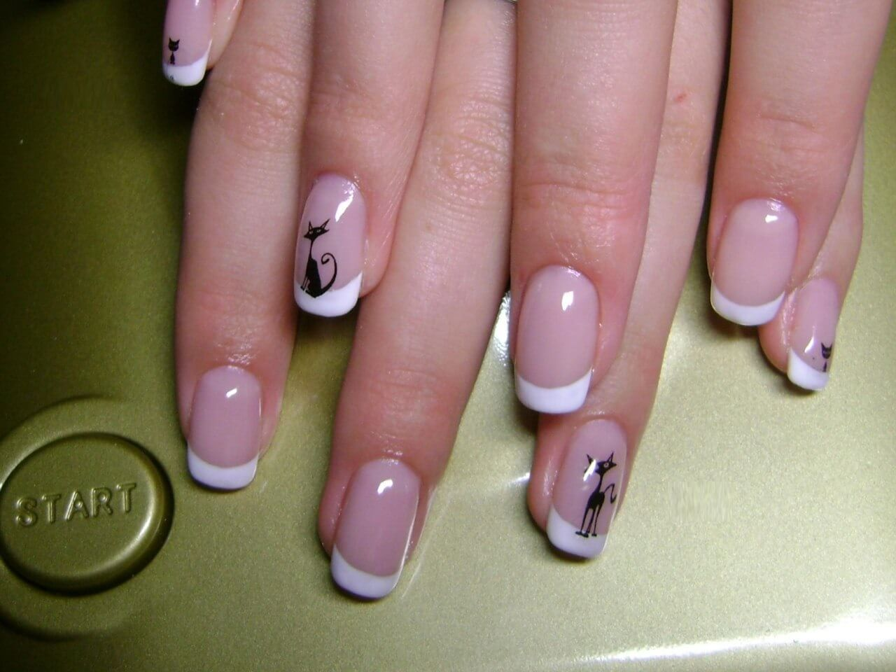 Маникюр френч с рисунком фото на короткие ногти