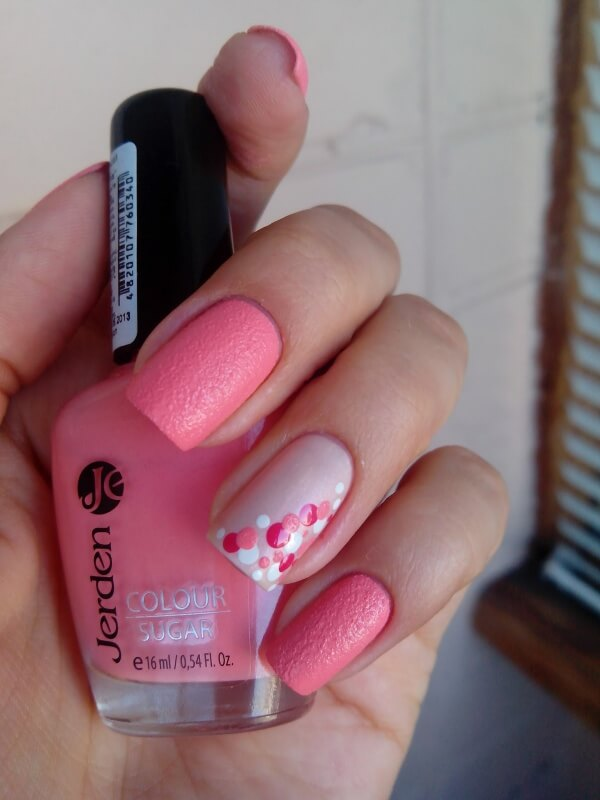 Песочный розовый маникюр