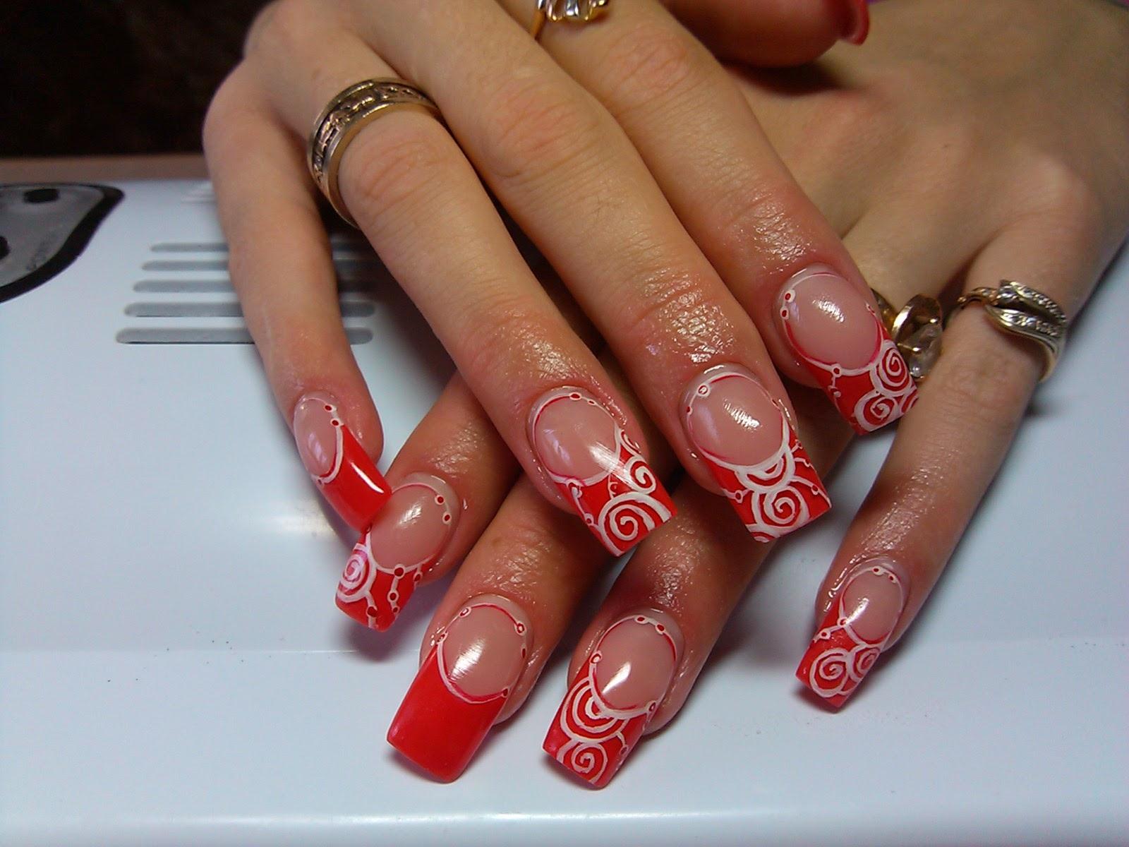 Красивый красный френч на ногтях фото