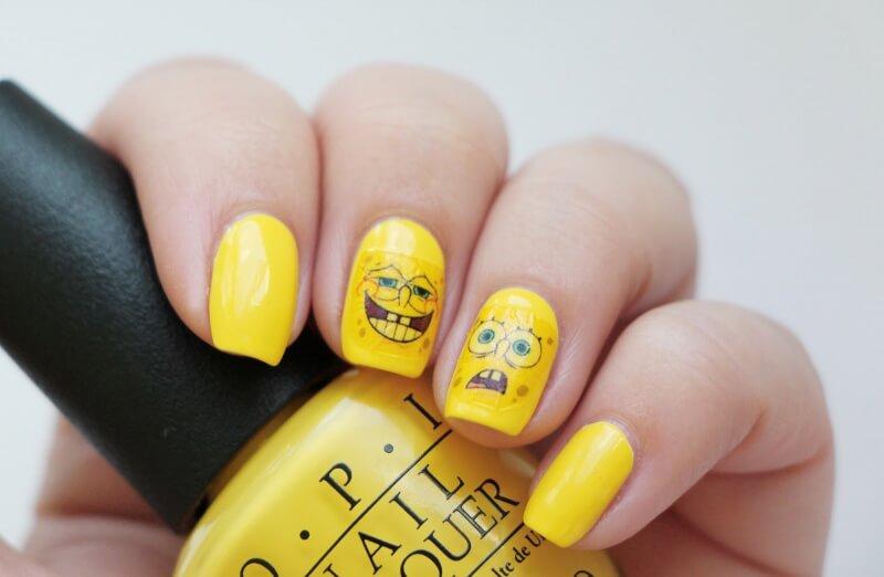 Маникюр с желтыми наклейками