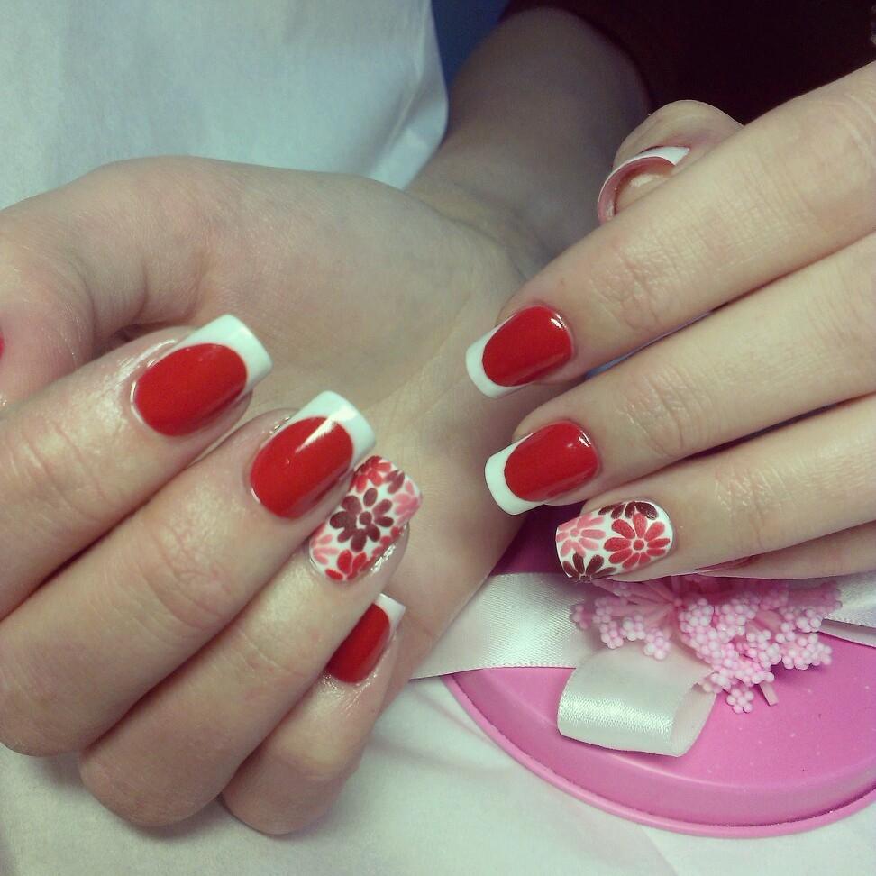 Ногти с белым и красным френчем