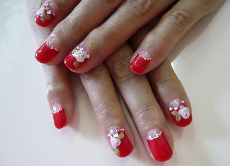 Дизайн ногтей: лунный красный френч