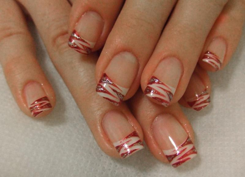 Ногти френч: цветной полосатый кончик