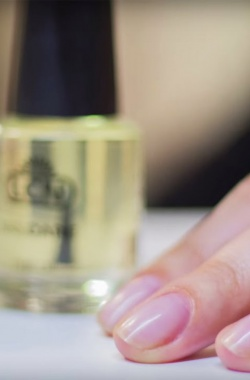 Как запечатать ногти гелем?