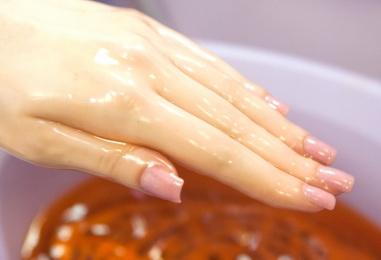 Парафинотерапия для гелевых ногтей