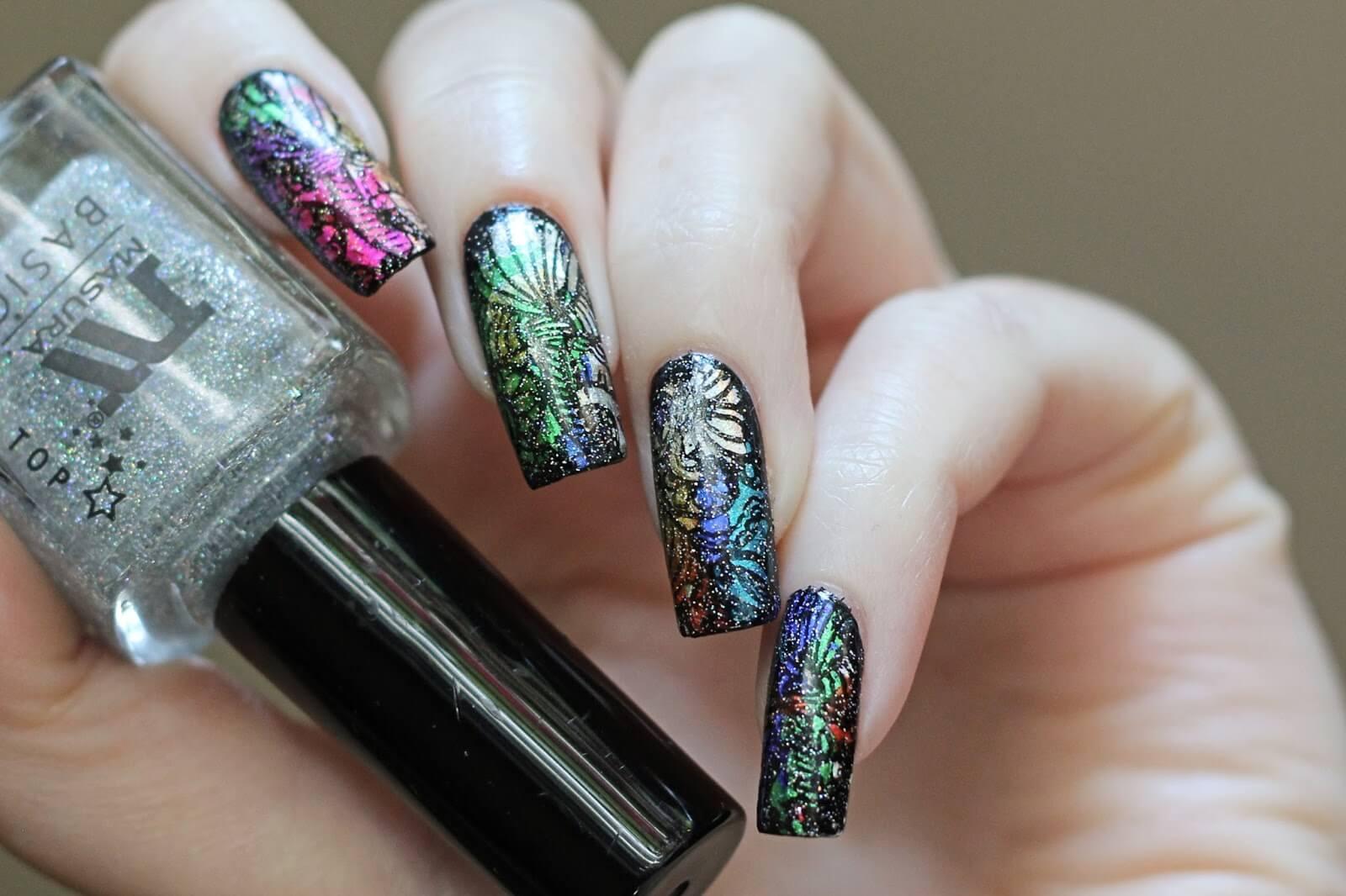 Ногти с цветной фольгой
