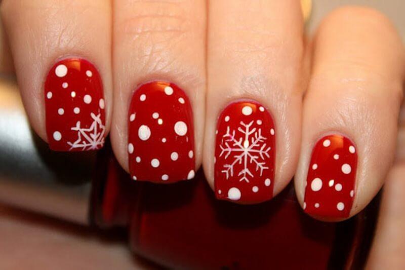 Красный рождественский маникюр