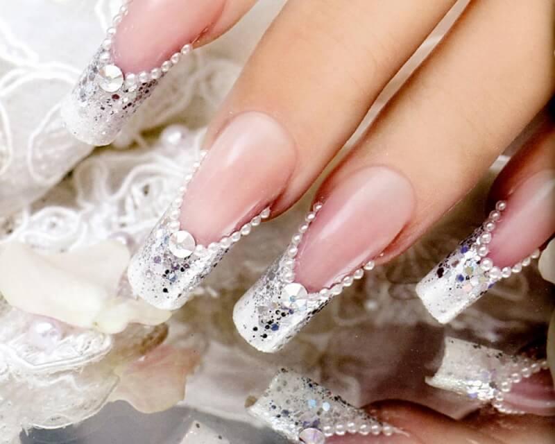 Дизайн нарощенных ногтей блестки