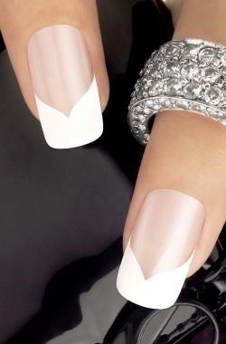 Дизайн ногтей: французский маникюр